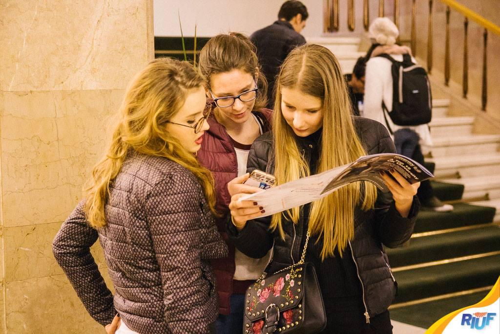 Târgul Virtual al Universităților RIUF. Cele mai noi informații despre studiul în UK și alte 12 destinații de studiu