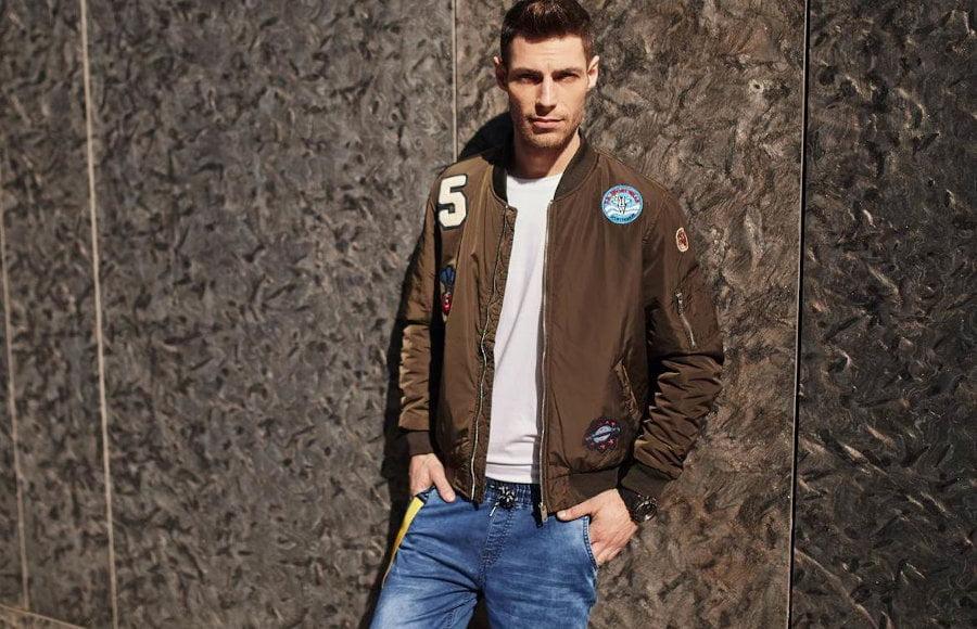 Ţinute în stil militar: jacheta bomber, pilot, parka – de ce să alegi una pentru acest sezon?