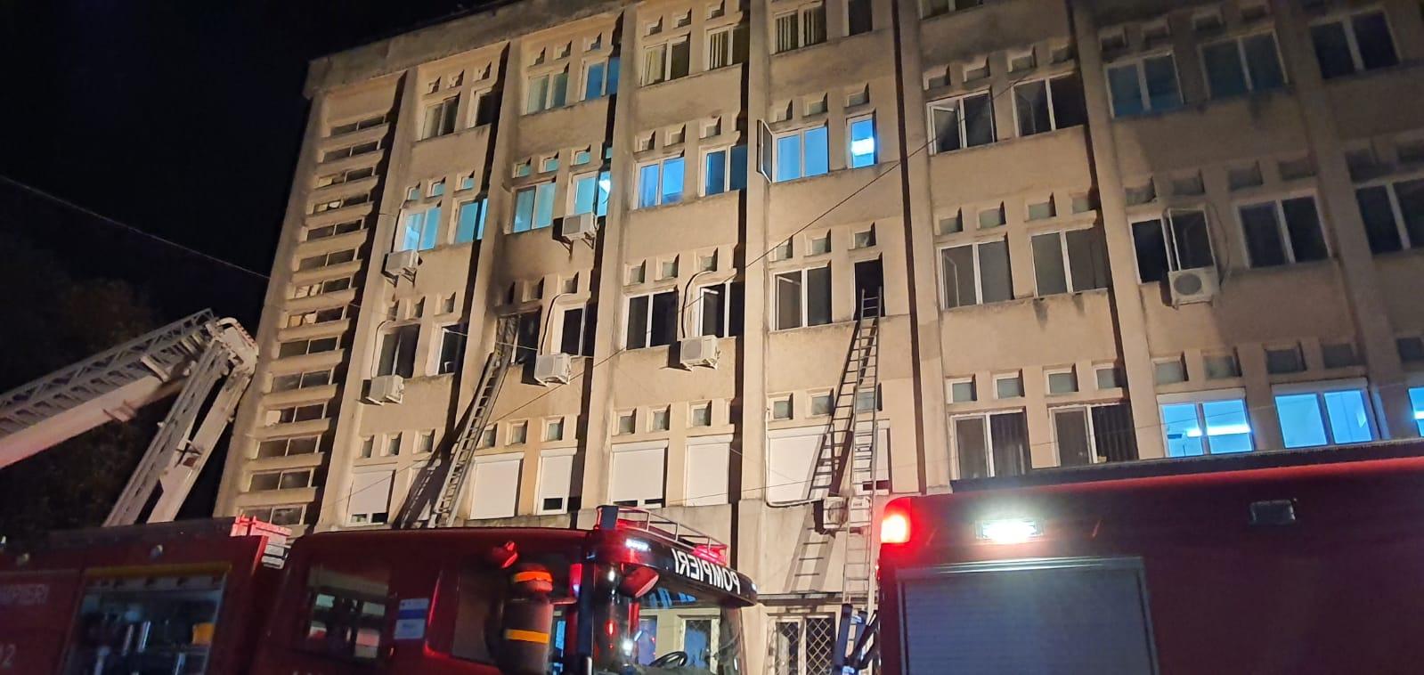 Tragedia de la Spitalul Județean Piatra Neamț: șapte bărbați și trei femei și-au pierdut viața, în urma unui incendiu