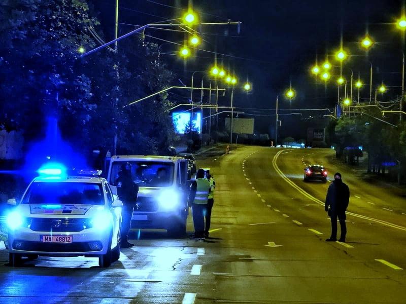 Peste 80 de persoane sancționate luni de polițiști, pentru încălcarea regulilor de protecție și de deplasare