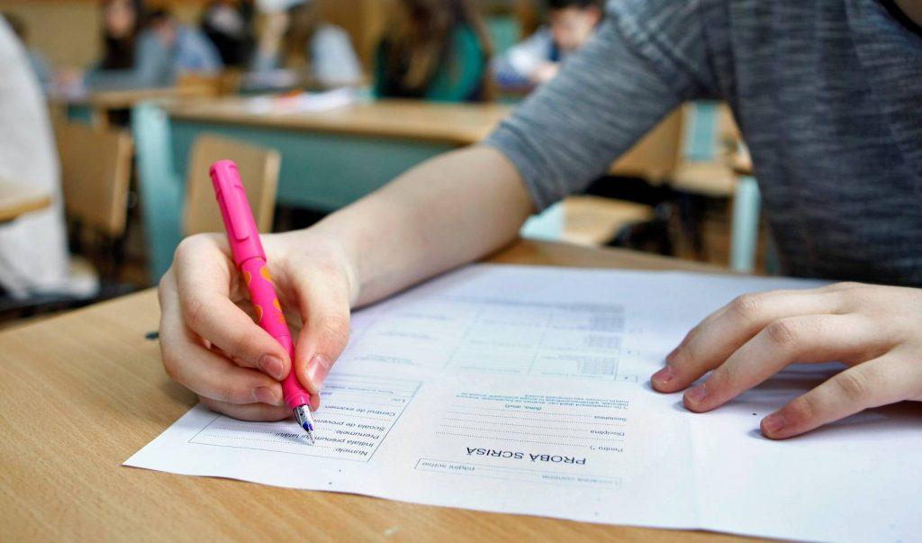 Oficial: cum a fost modificat anul școlar și cum se organizează examenele naționale