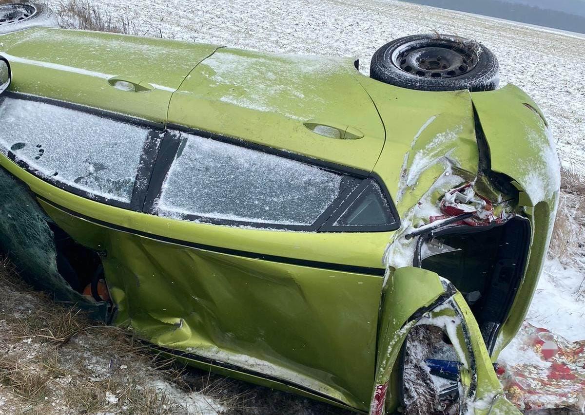 Accident rutier pe drumul județean DJ 207C, după ce o mașină s-a răsturnat