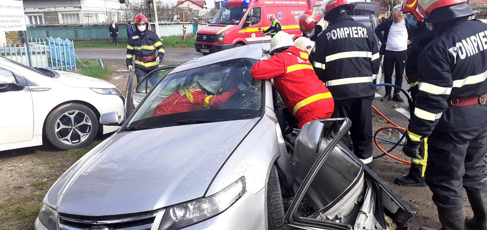 Accident rutier pe E 85, în satul Barticești. O persoană a rămas încarcerată