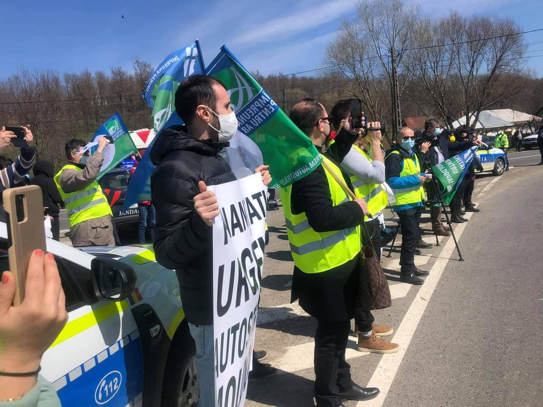 [VIDEO] Numai diriguitorii Romanului nu au protestat pentru că nu vom avea autostradă