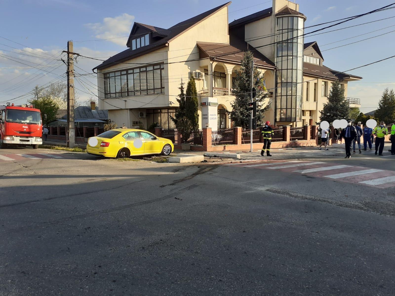 Accident cu patru victime la Cordun, un șofer băut a trecut pe roșu