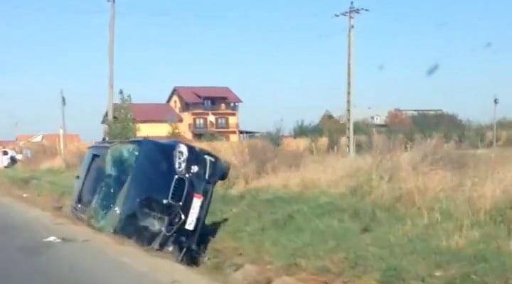 BMW răsturnat pe E85, lângă Traian