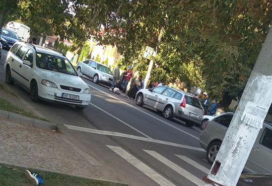Pieton lovit de o mașină, pe bulevardul Roman Mușat
