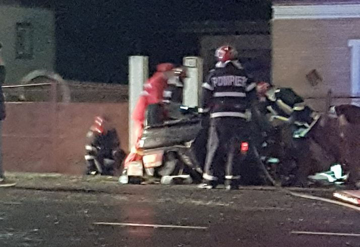 Doi tineri au fost răniți după ce s-au răsturnat cu mașina pe E85, la Traian
