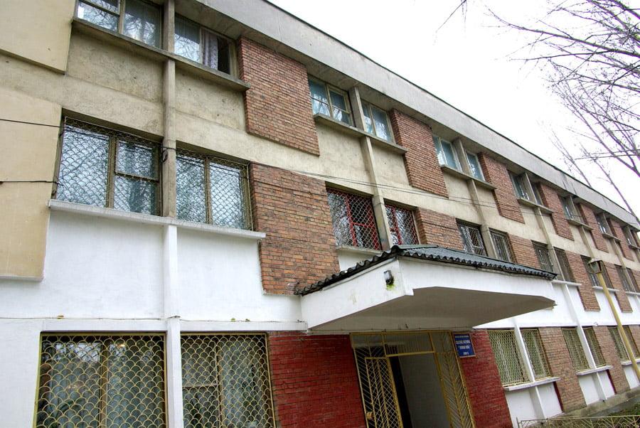 """Corpul D al Colegiului Naţional """"Roman-Vodă"""", reabilitat și modernizat cu fonduri europene de 9 milioane de lei"""