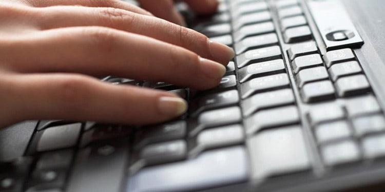 Percheziții în Neamț, pentru destructurarea unei grupări organizate de infracțiuni informatice pe facebook
