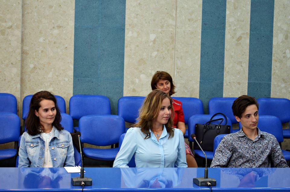 Cei trei elevi de 10 la Evaluarea Națională au fost premiați