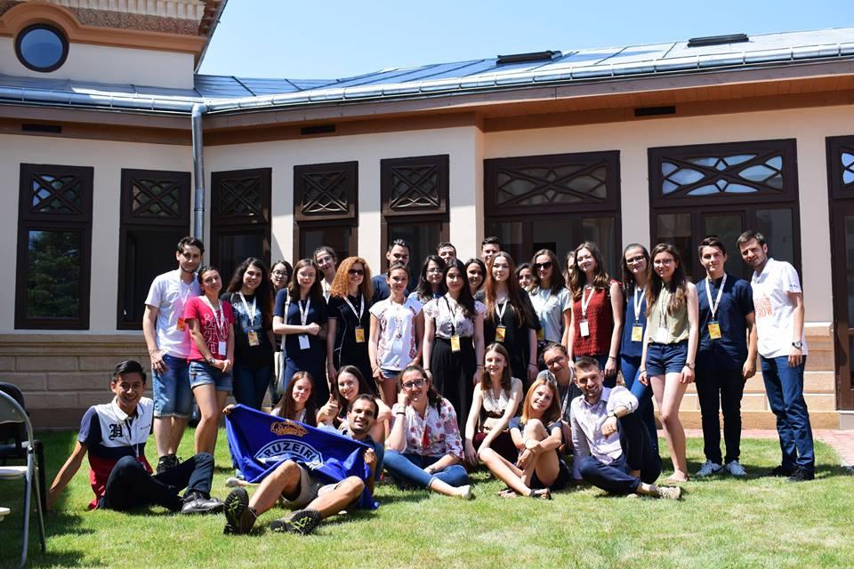 Experiența GROW Roman la final: elevii participanți vor implementa cinci proiecte cu impact pentru romașcani