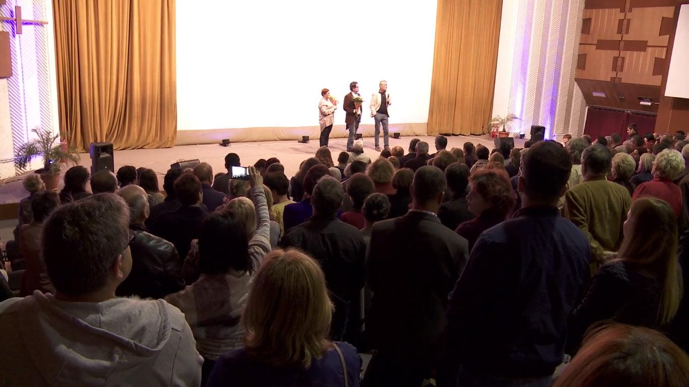 """Filmul """"Octav"""", în regia lui Serge Ioan Celebidachi, a stârnit ropote de aplauze la avanpremiera de la Roman"""