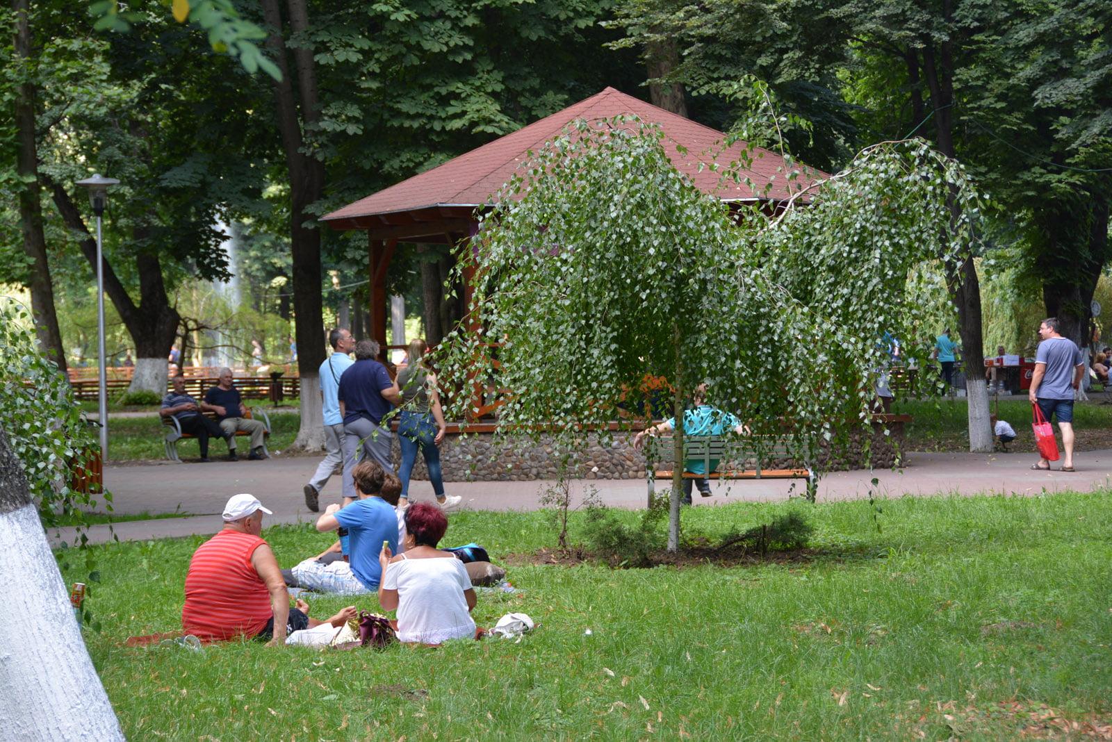 Duminică, picnic în Parcul municipal