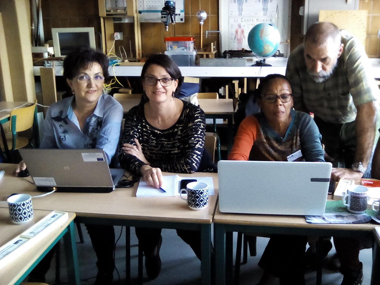 """Elevii de la """"Vasile Sav"""" analizează calitatea apei, în cadrul unui nou proiect Erasmus+"""