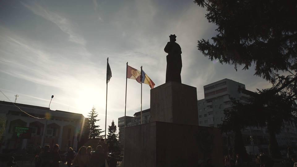 """Protest la Roman împotriva legilor Justiției: """"NU vrem să fim o nație de hoți"""""""