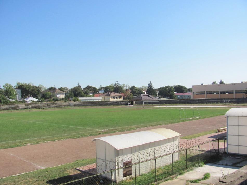 """Stadionul """"Constantinescu Nehoi"""" este modernizat"""