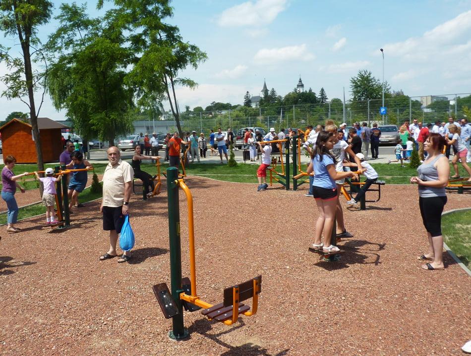 Fitness în aer liber în Parcul municipal