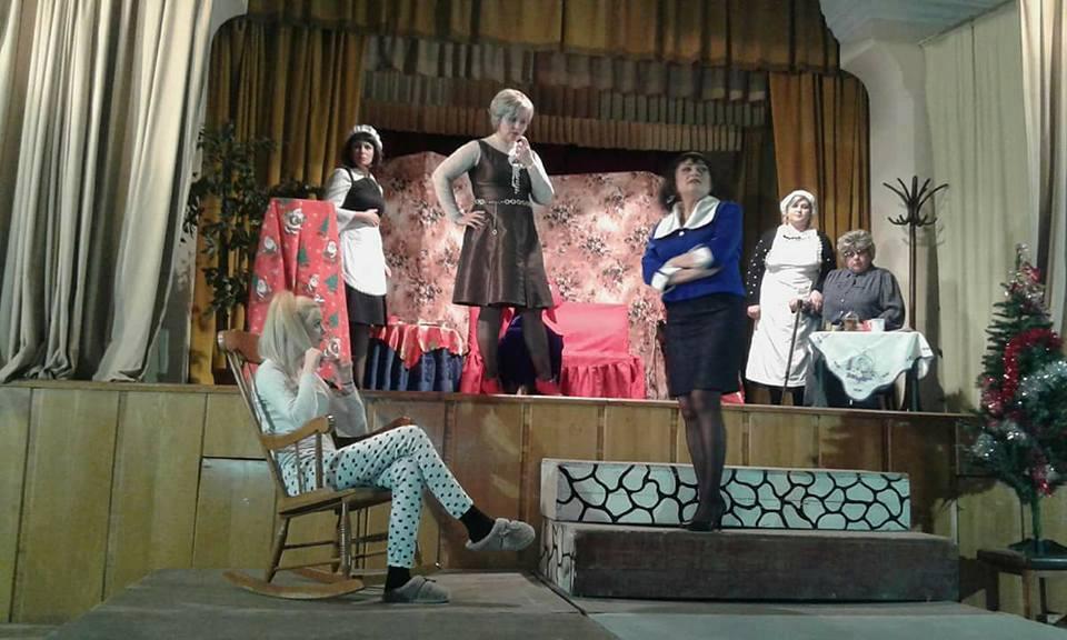 """""""8 femei"""", la teatru, gratuit!"""